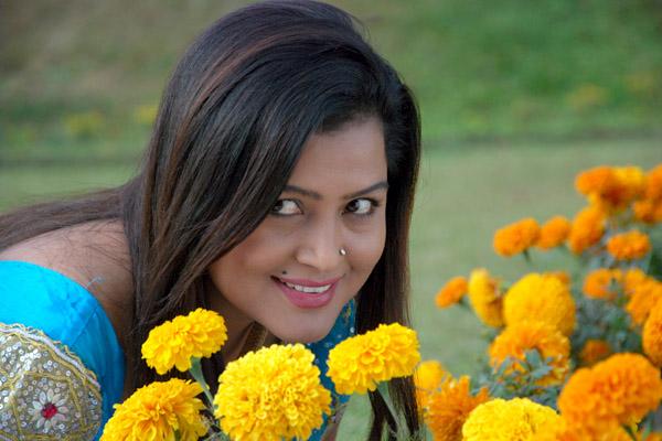 Rekha Thapa proves her Charm again with successful Lanka ...  Nepali Movie Song By Rekha Thapa